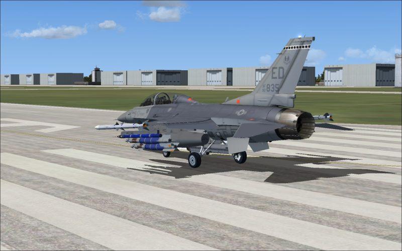 F-16D後方から
